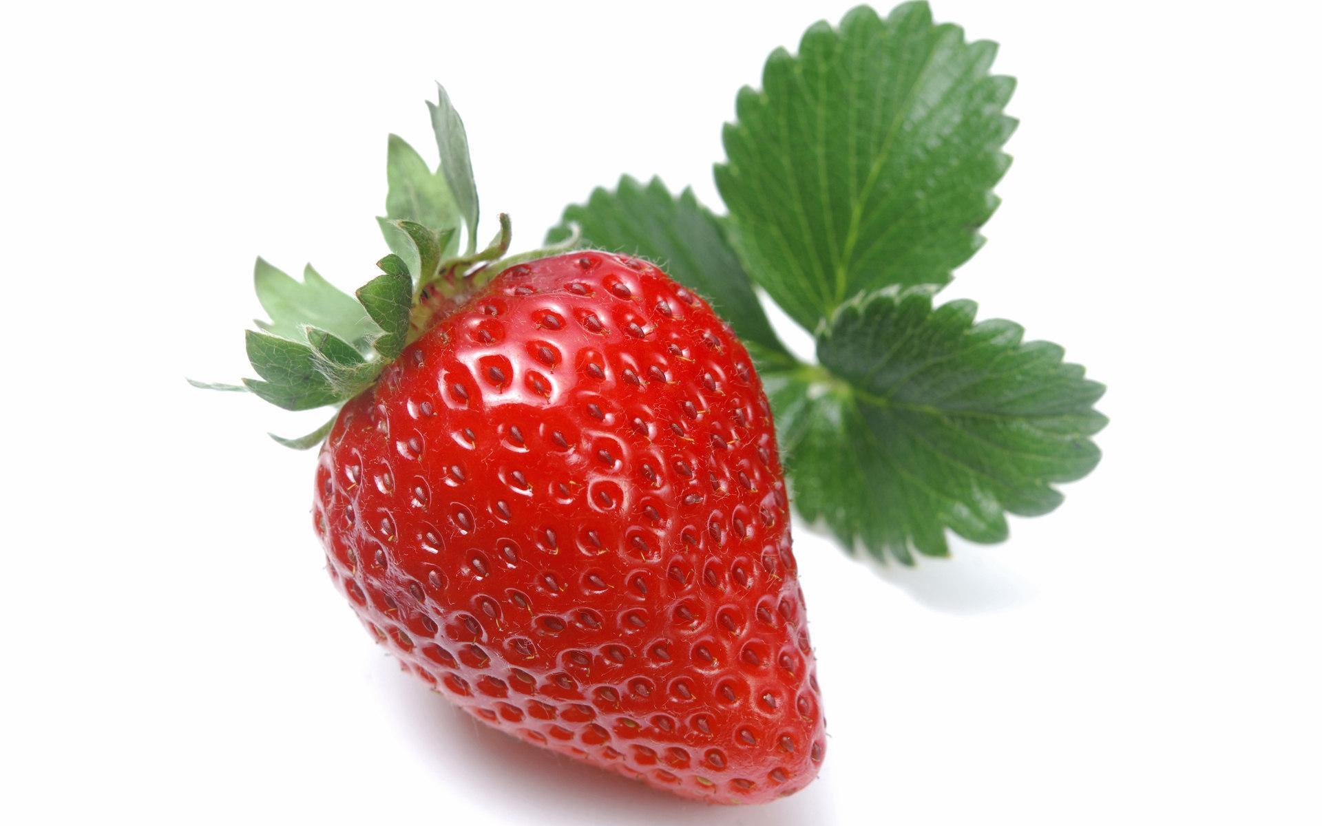 Клубника с листиками, красная