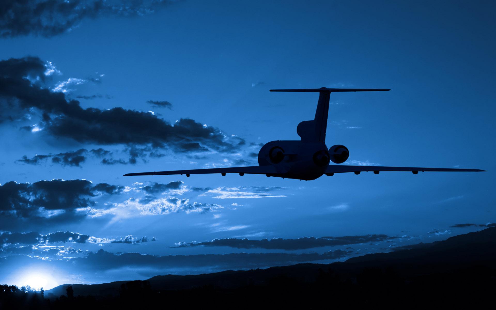 Самолет, ночь, летит