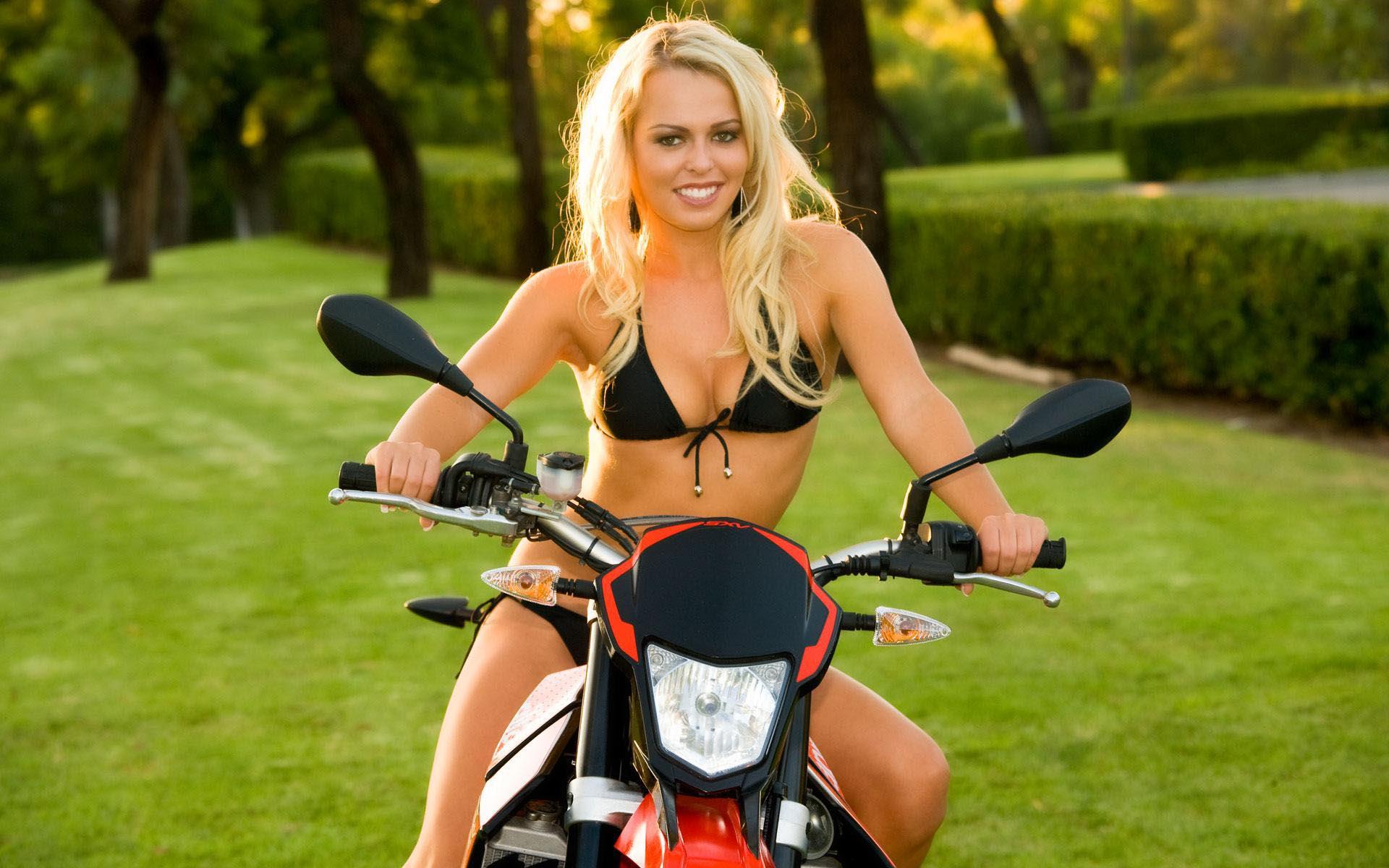 Девушка на мотоцикле, красивая, байк