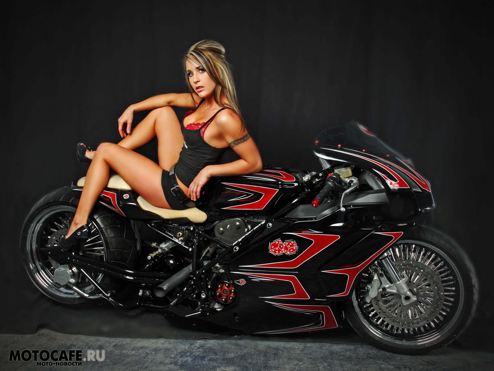 Девушка на мотоцикле, скачать бесплатно, обои на рабочий стол