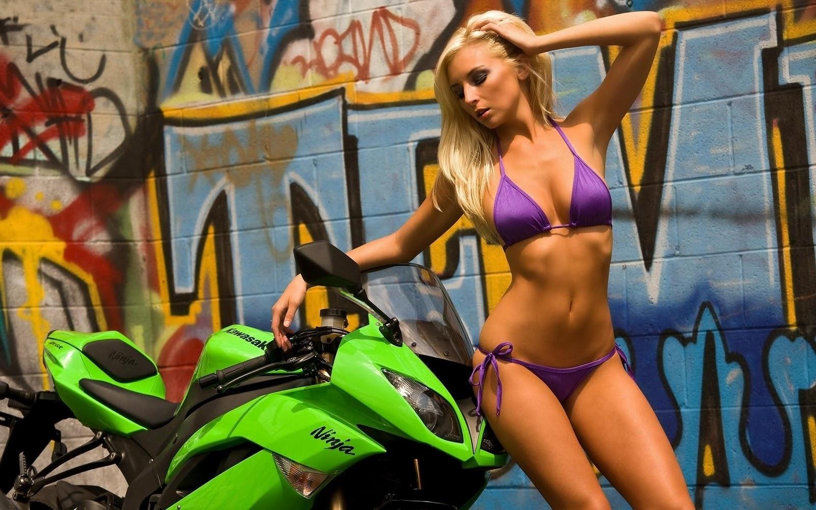 Девушка в купальнике на мотоцикле, байк