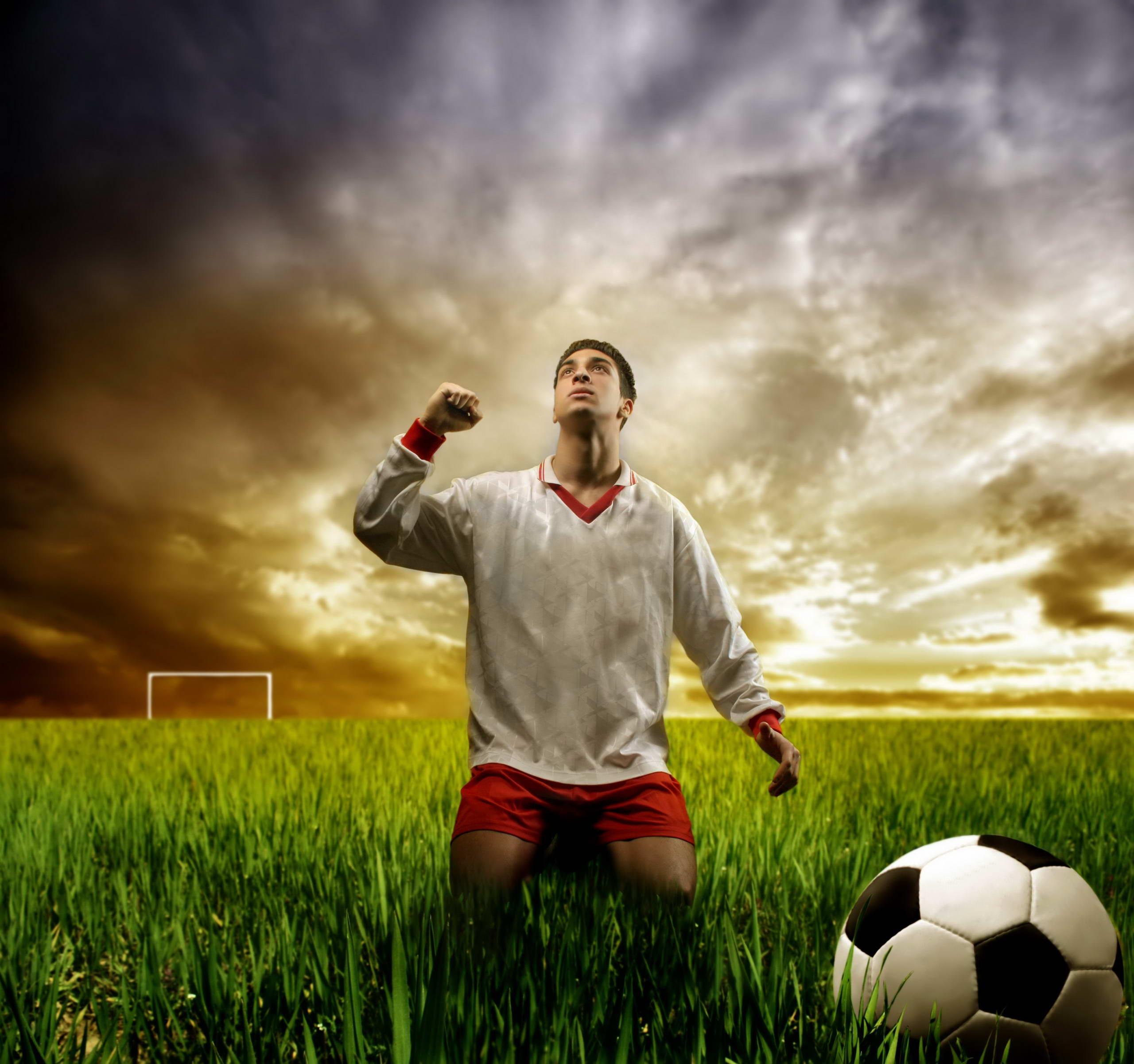 футбол, футболист, трава зеленая, газон, мяч, оби на рабочий стол