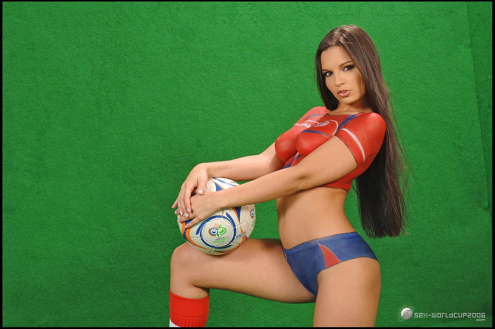 Девушка и футбольный мяч, футбол, фото, обои для рабочего стола
