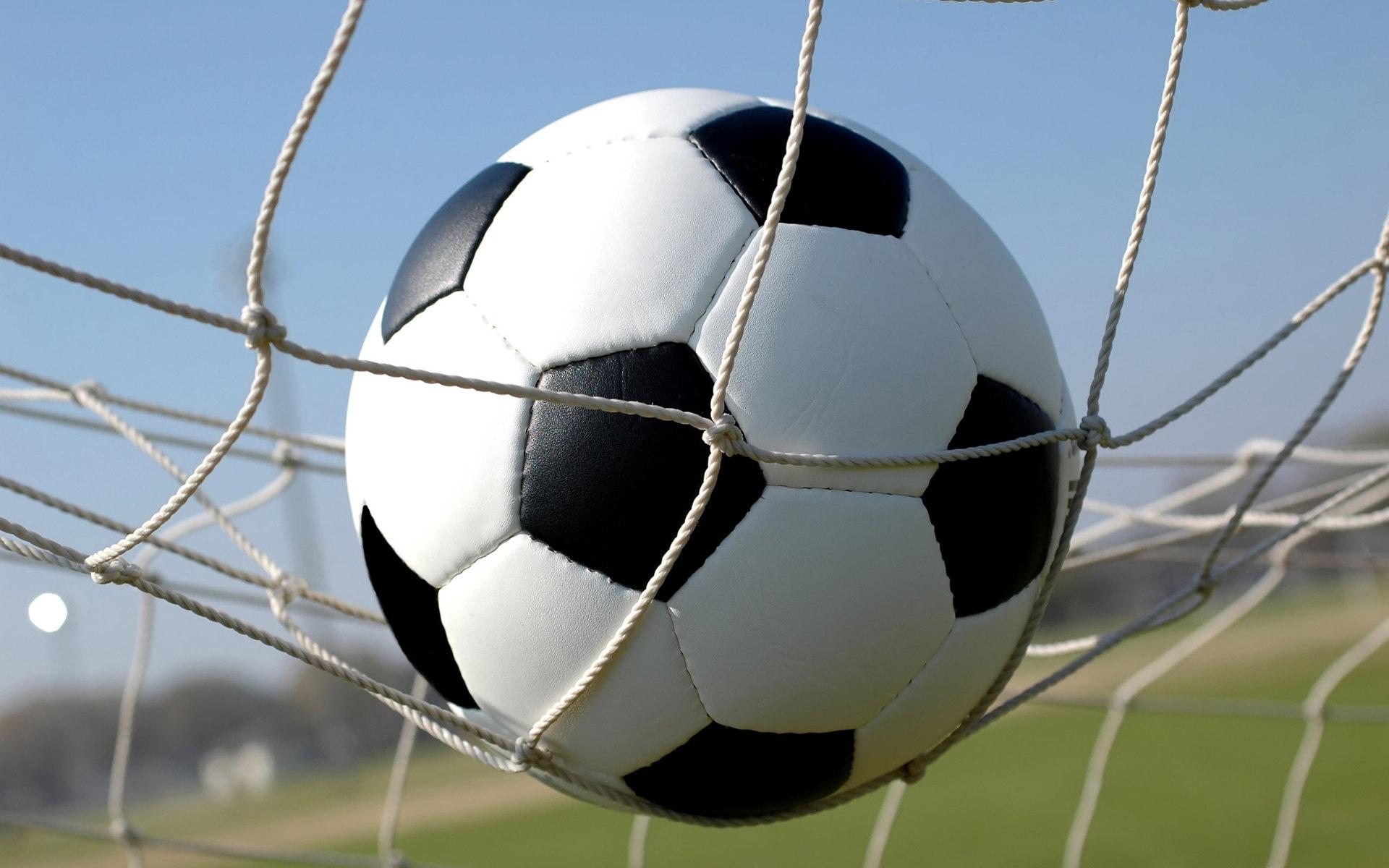 мяч в воротах, мяч в сетки, футбольные обои, футбол