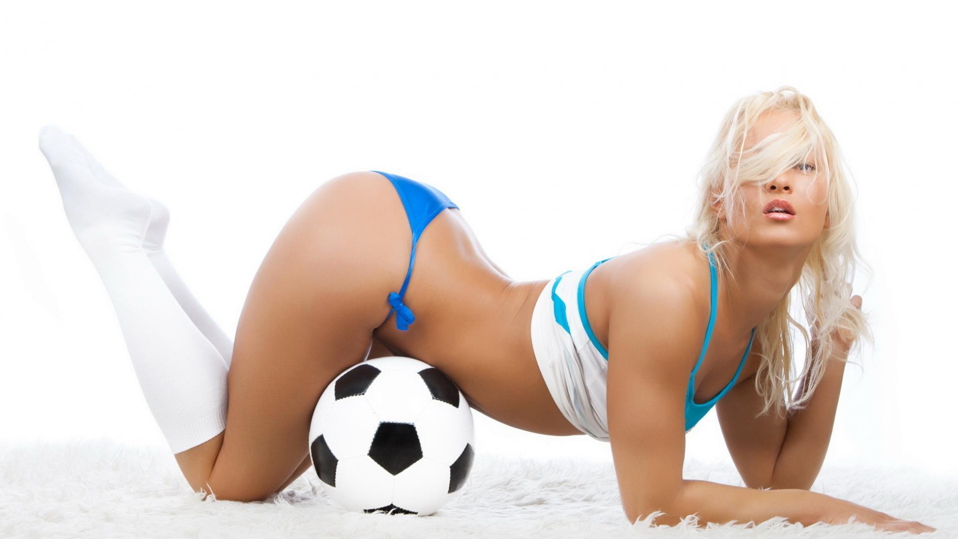 Девушка и футбольный мяч, секси, футбол, обои для рабочего стола