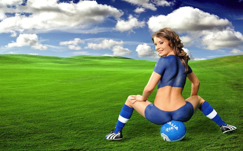 Девушка, девушки и футбол, мяч, обои для рабочего стола