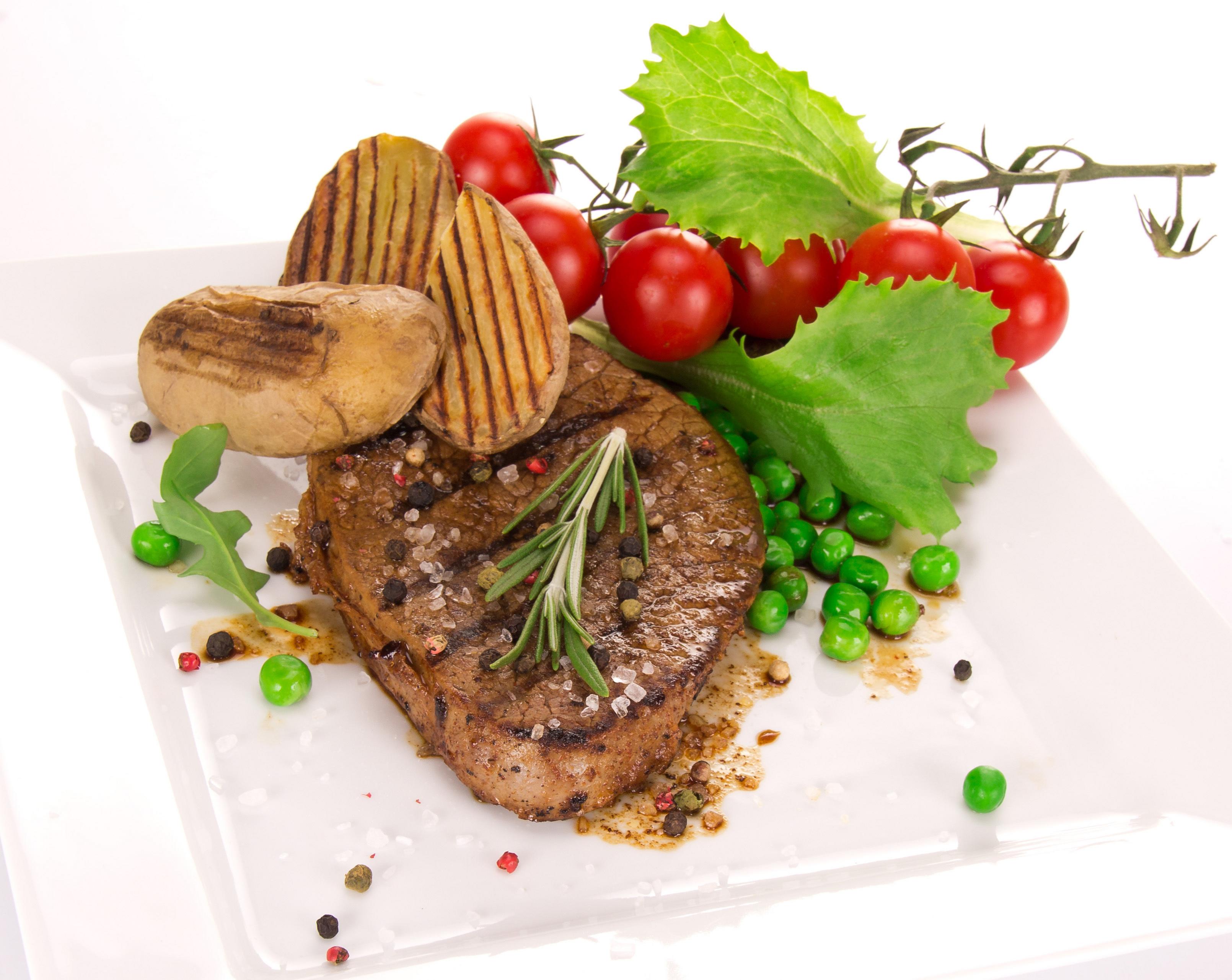 Мясо жареное, скачать фото, с езеленью, вкусно приготовленное, обои на рабочий стол