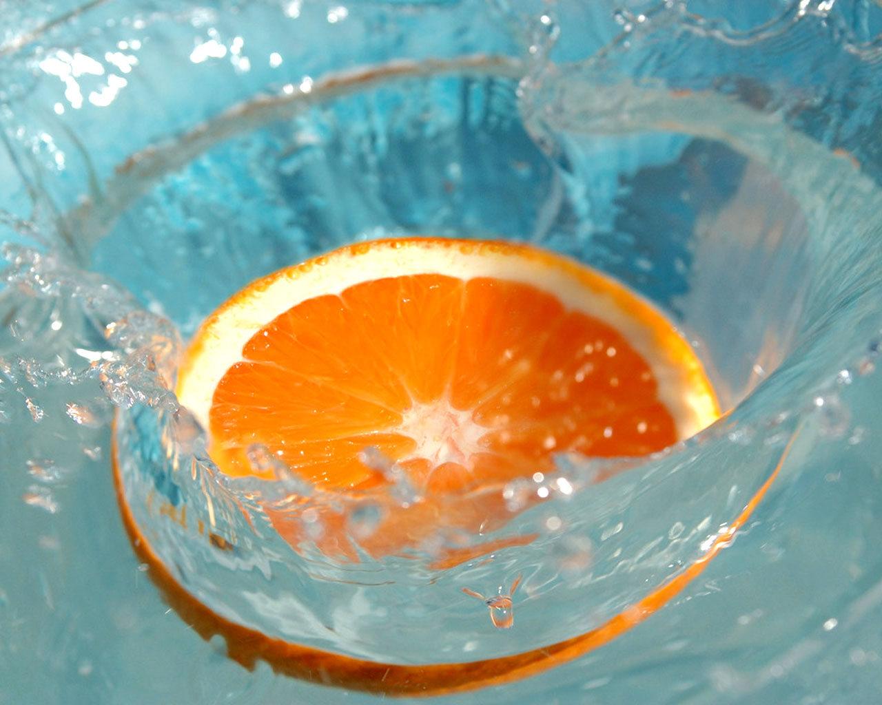Апельсин в воде, брызги, фото, orange, обои для рабочего стола