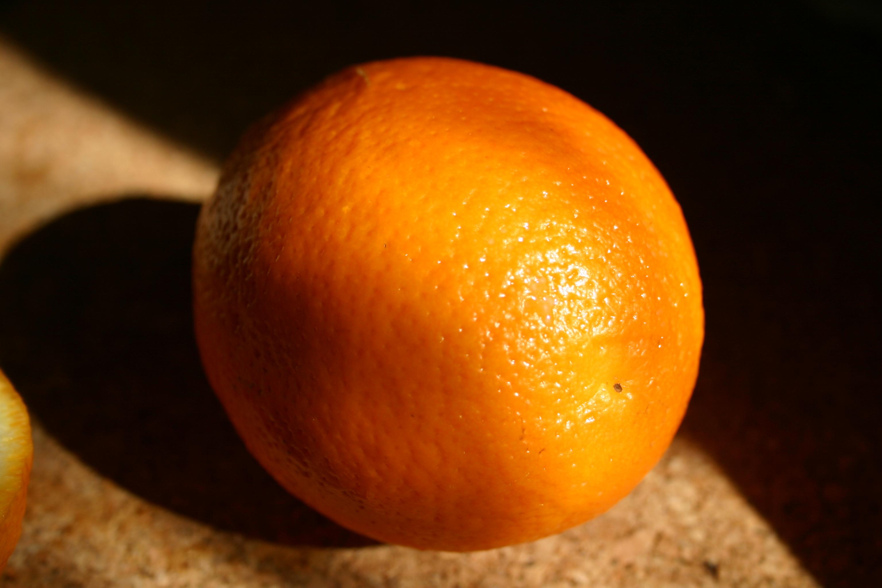 Апельсин на столе, фото, обои