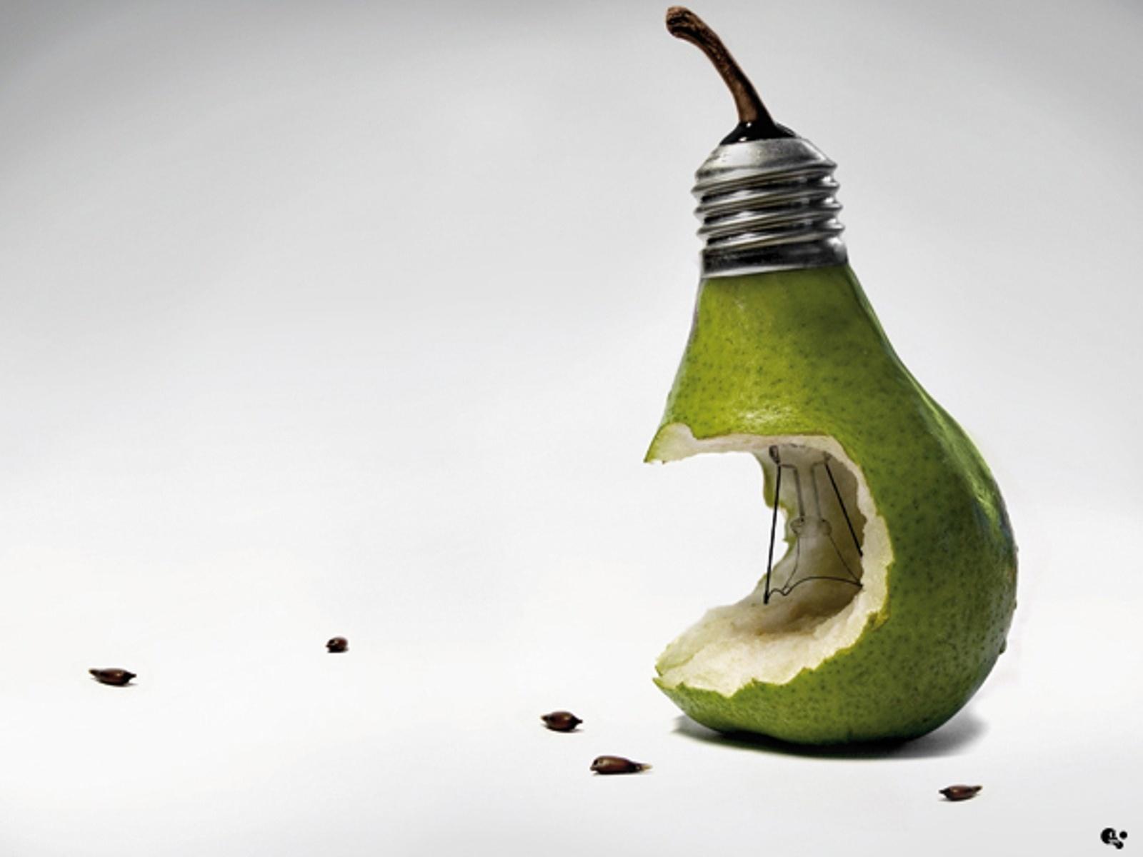 надкусанная груша, лампочка, скачать фото