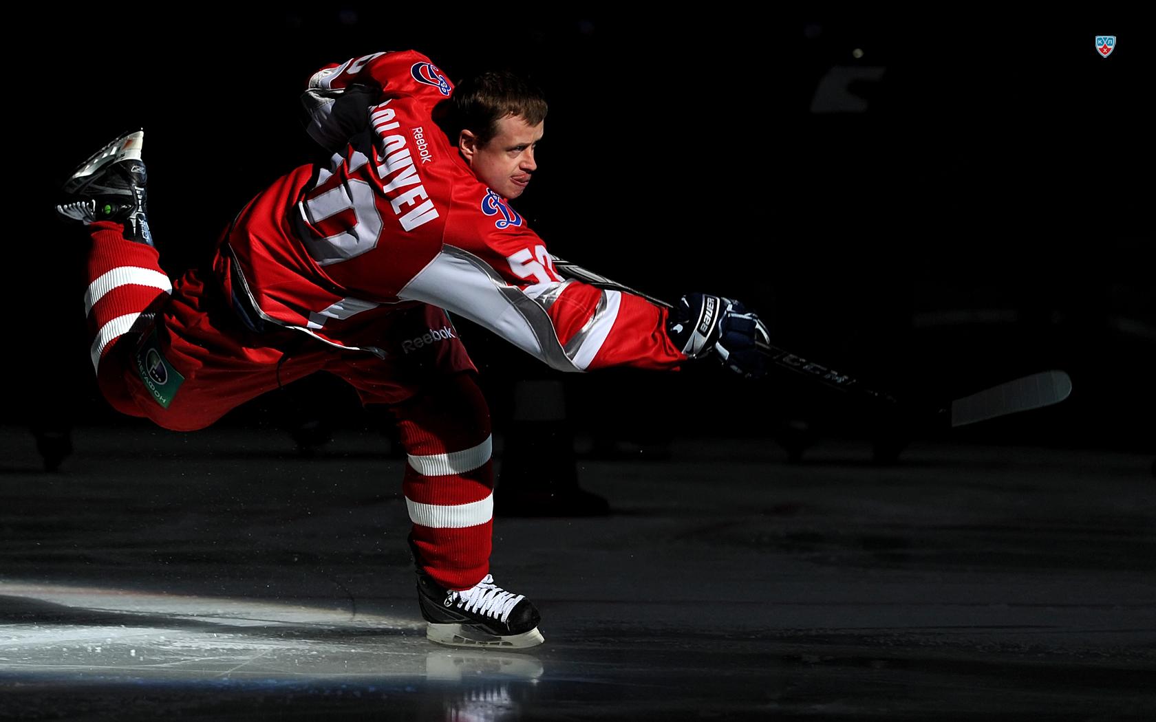 хоккеист с клюшкой, фото, обои спорт, скачать