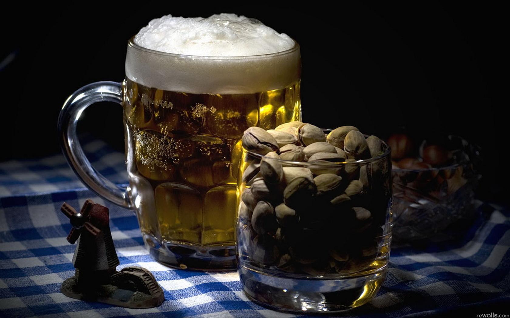 кружка пива и орешки, фото, обои для рабочего стола