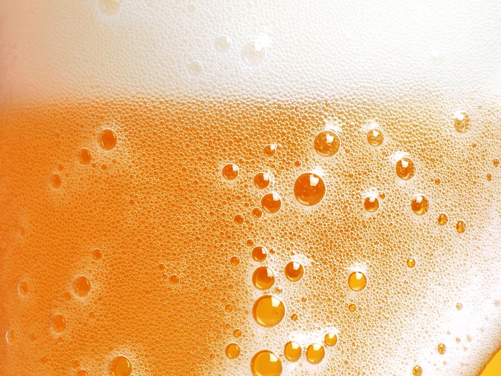 свежее разливное пиво, скачать фото, пузырки, обои для рабочего стола