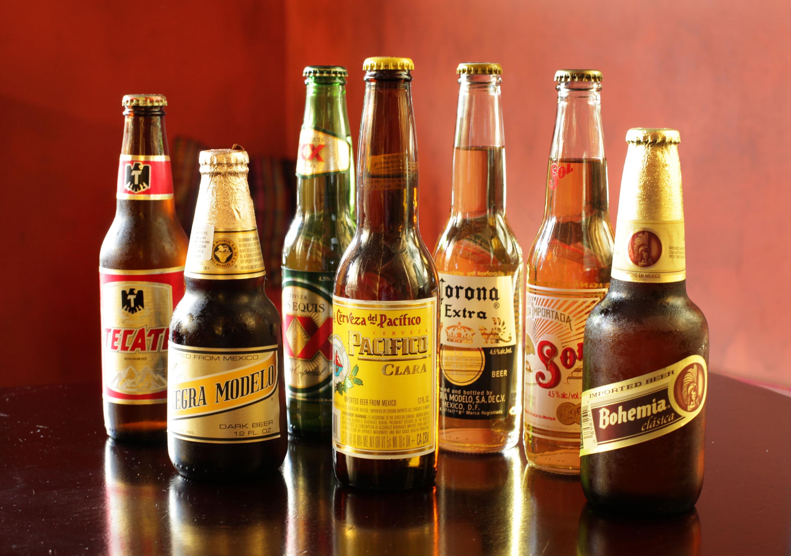 пиво в бутылках скачать фото, обои для рабочего стола
