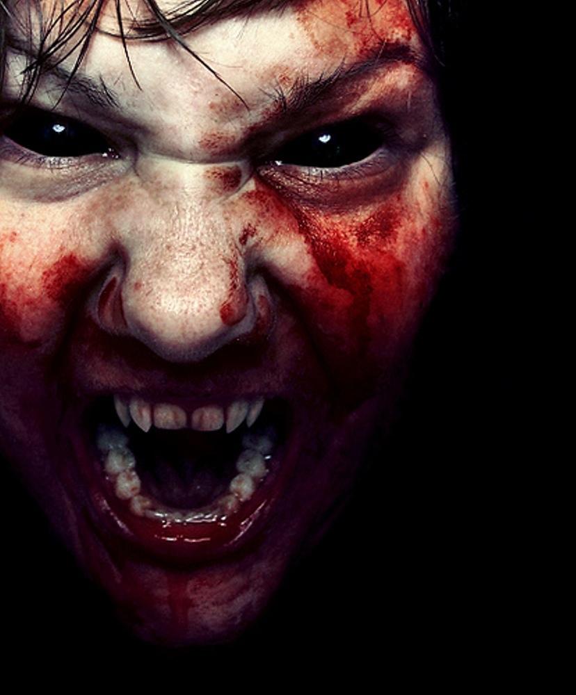 лицо вампира в крови, скачать фото, клыки, обои на рабочий стол