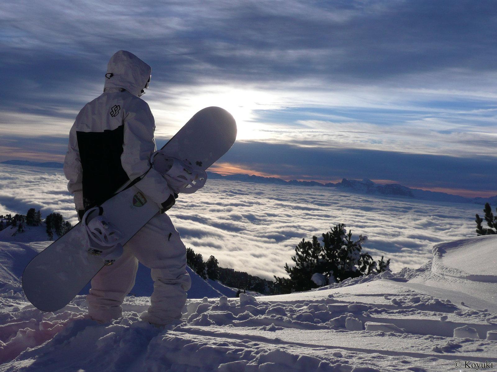 сноубордист с доской, фото, обои для рабочего стола