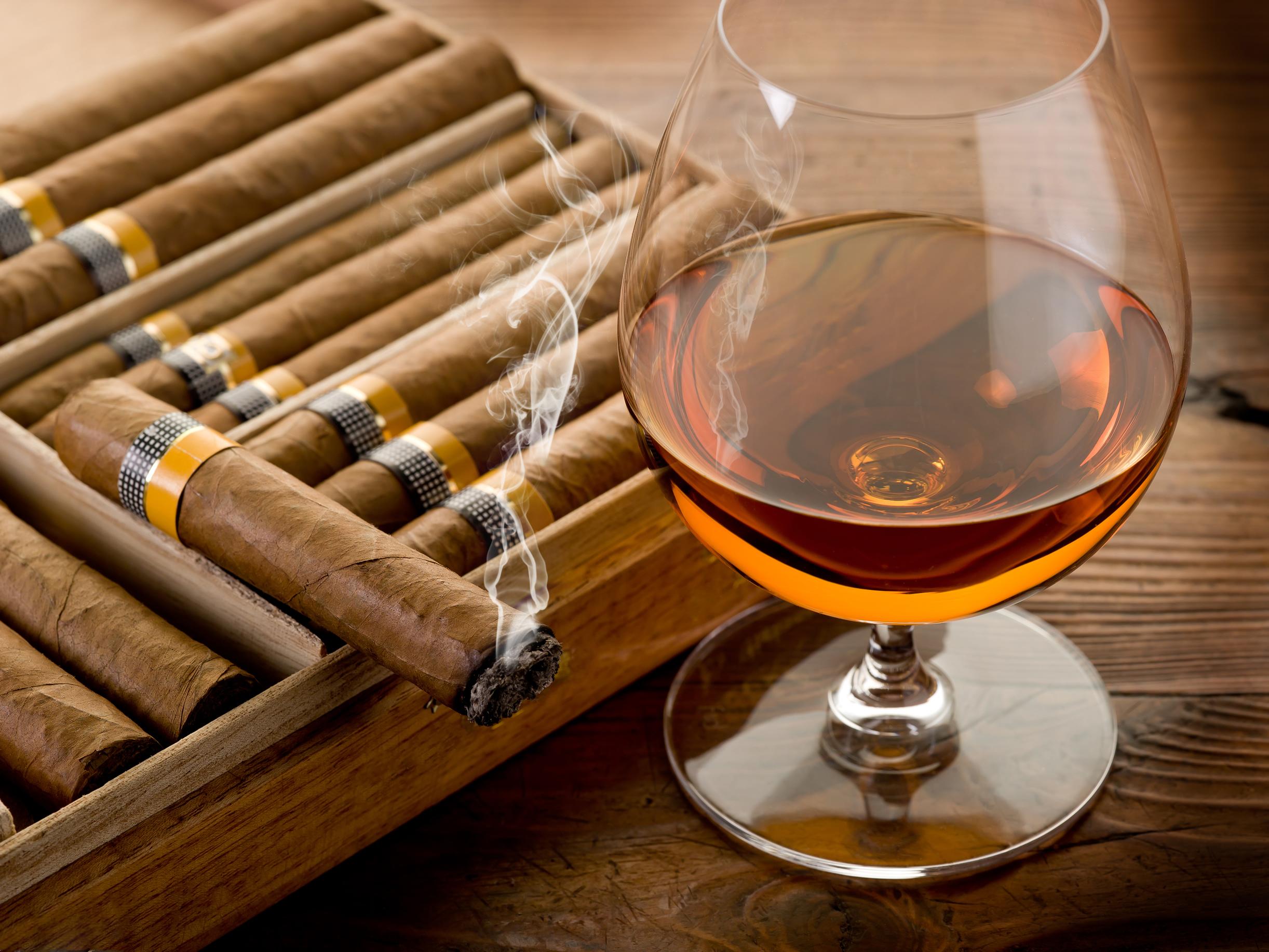 коньяк и сигары, скачать фото, обои на рабочий стол
