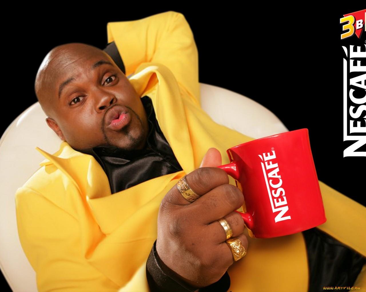 человек в желтом костюме с кружкой в руках, скачать фото, обои для рабочего стола, Nescafe