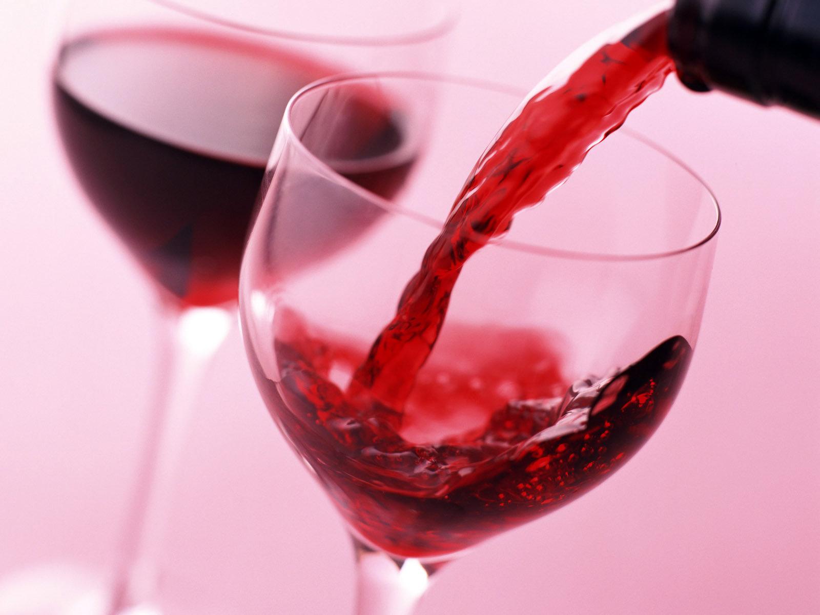 красное вино в бокалах, скачать фото, обои для рабочего стола