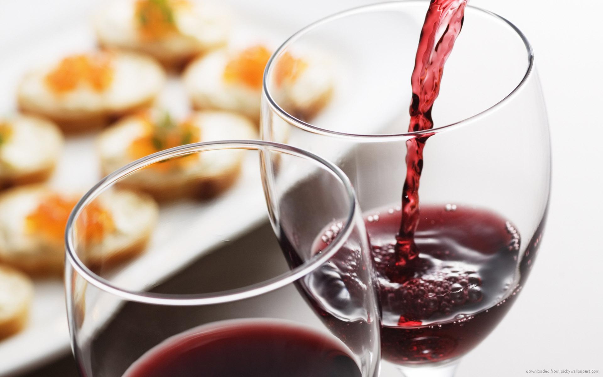 два бокала с красным вином, скачать фото, обои для рабочего стола