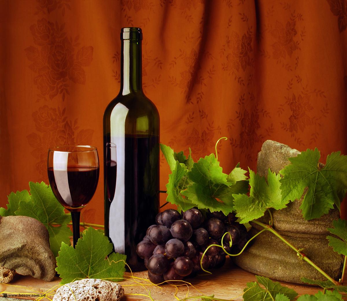 бутылка вина, красное вино в бутылках, скачать фото, виноград, натюрморт