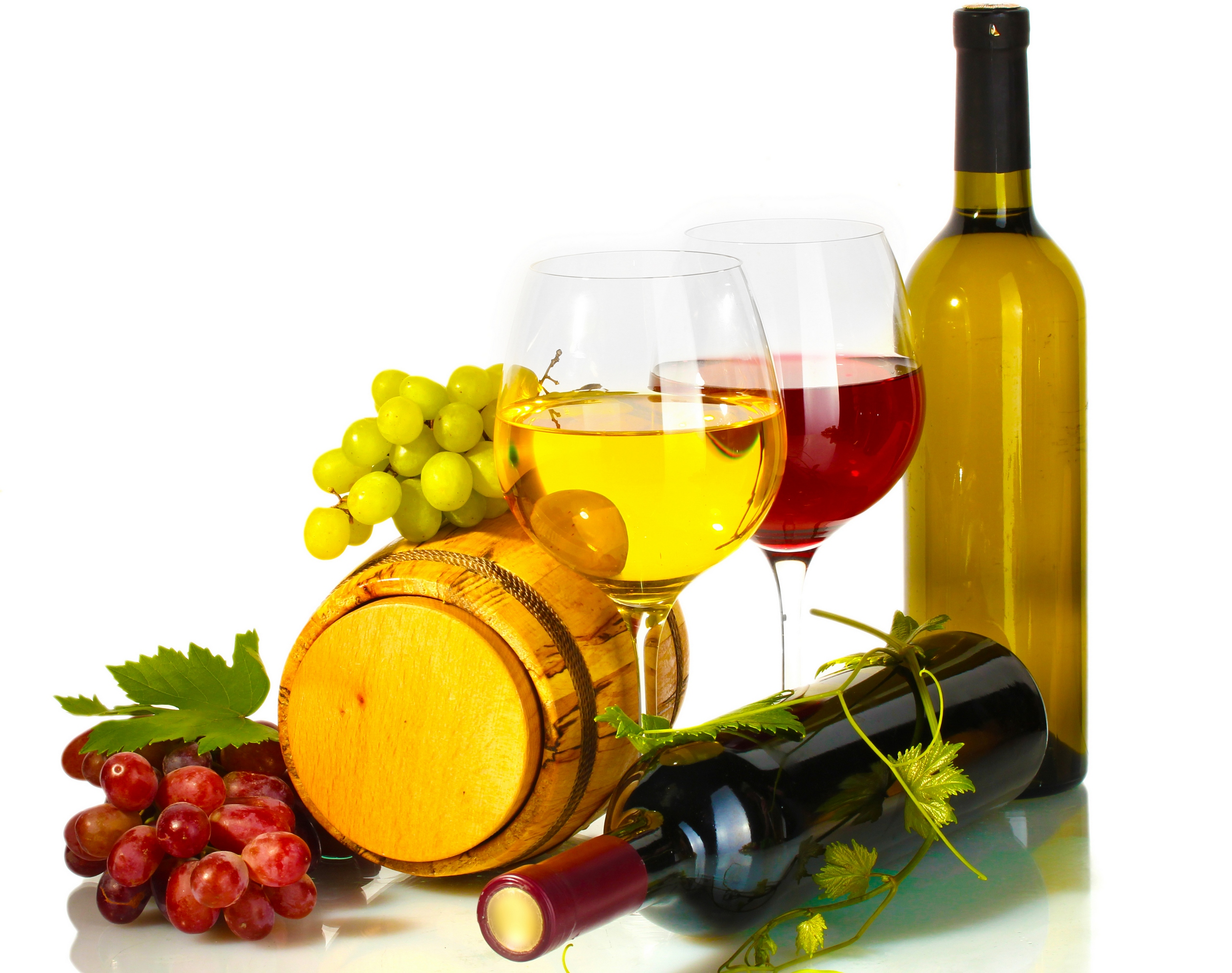 виноград и светлое белое вино, бокал вина, скачать фото, натюрморт, обои на рабочий стол