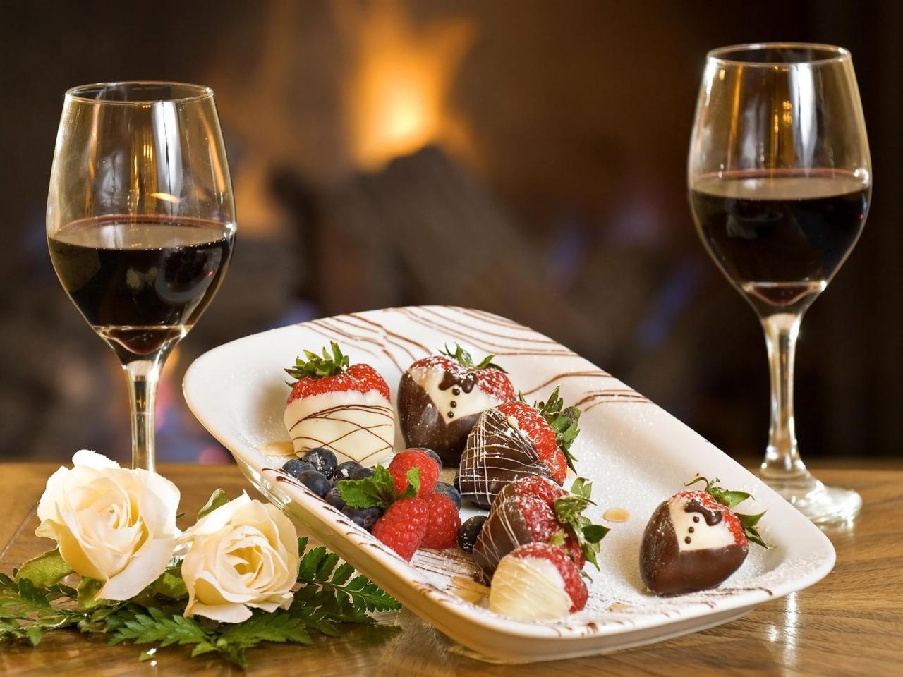 красное сладкое вино и еда, блюдо, скачать фото, обои на рабочий стол