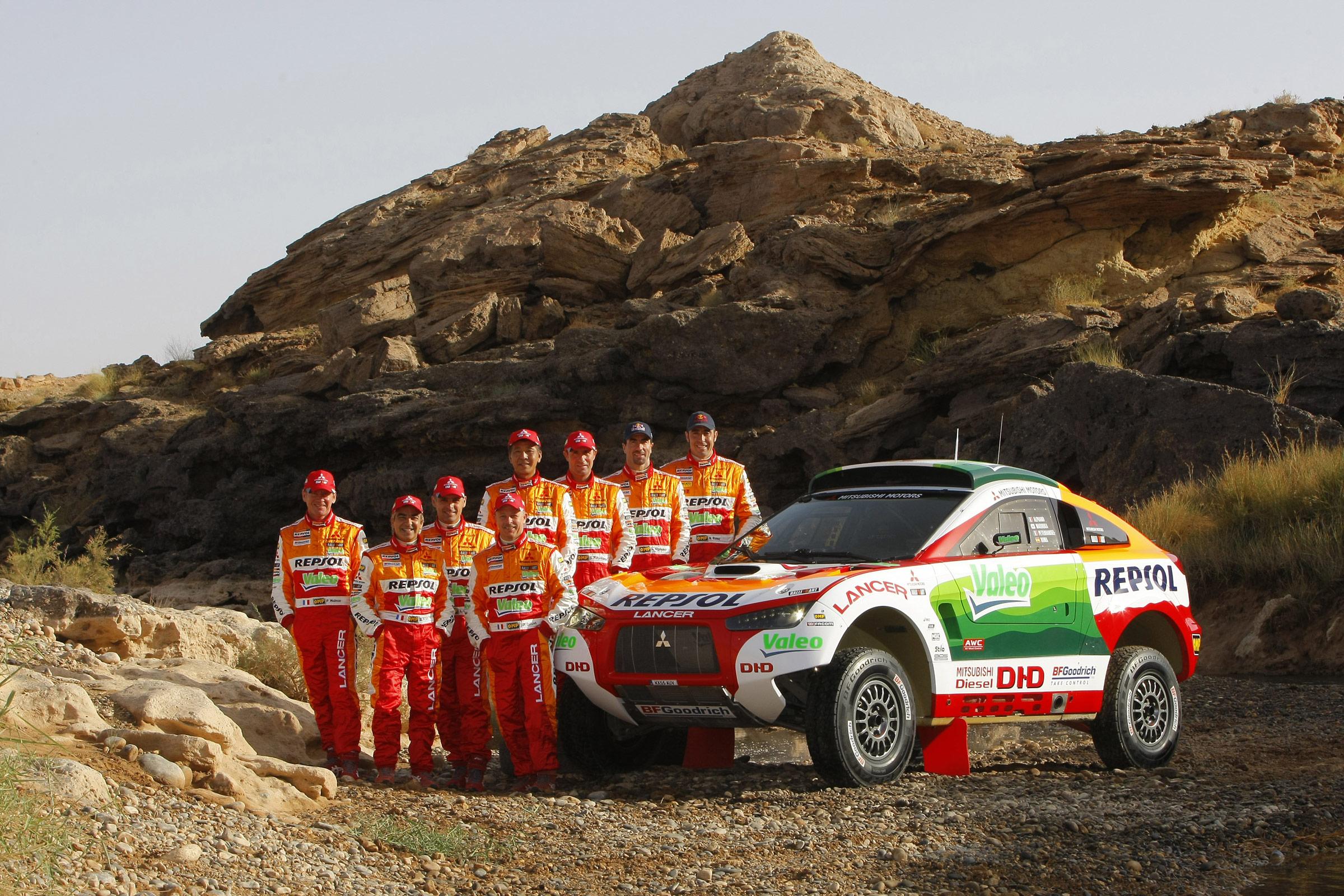 Dakar, car rally, Команда гонщиков MITSUBISHI Lancer, скачать фото, обои для рабочего стола, Дакар