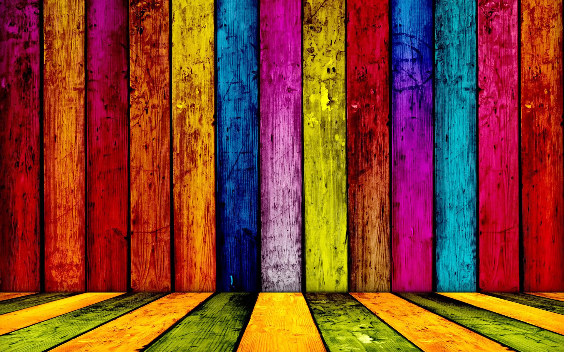 скамейка с радугой, радуга, доски покрашены всеми цветами радуги, обои для рабочего стола