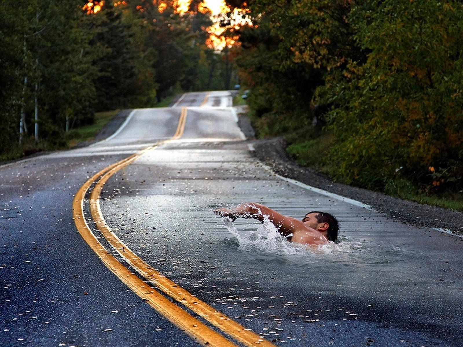 дорога, шоссе, вода, пловец, иллюзия, фотошоп, скачать фото, обои на рабочий стол