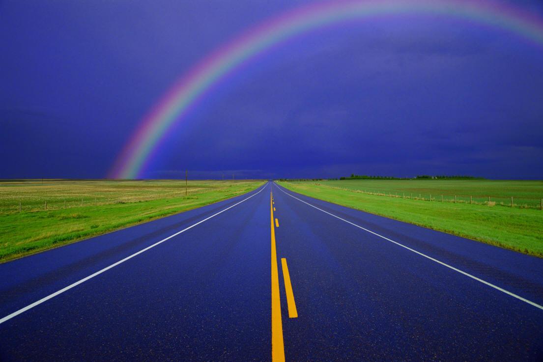 прямая асфальтова дорога, радуга, белая дорожная разметка, скачать фото, обои на рабочий стол, road wallpaper