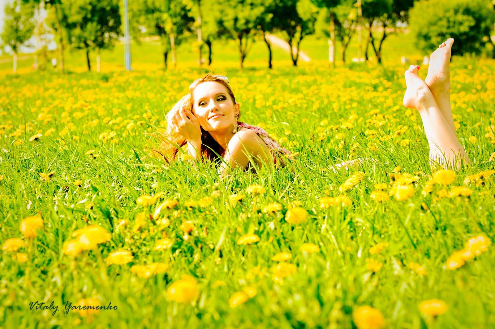 обои на рабочий стол, девушка, скачать фото, трава, лето