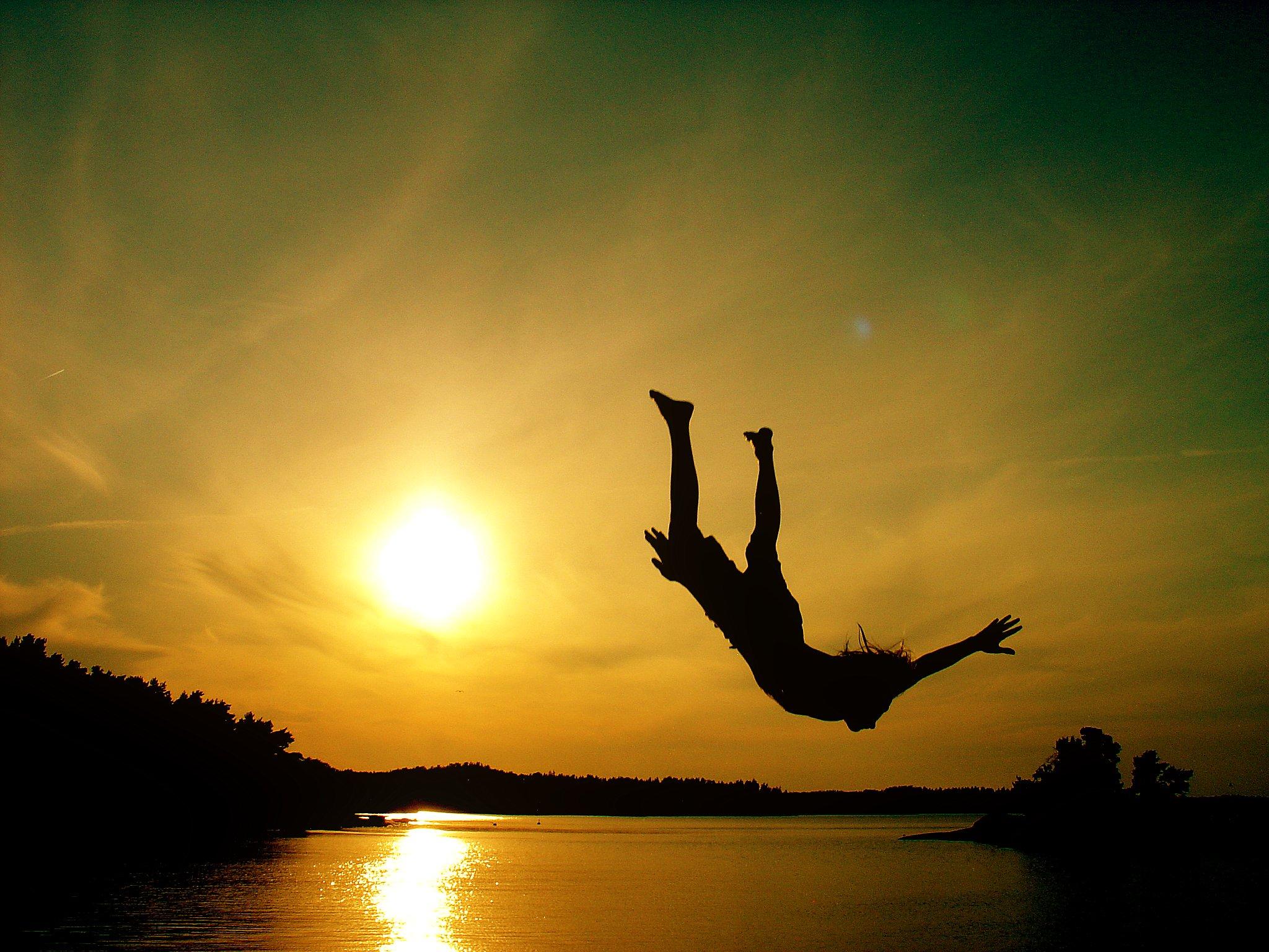 закат солнце, скачать фото, лето, прыжок  в воду