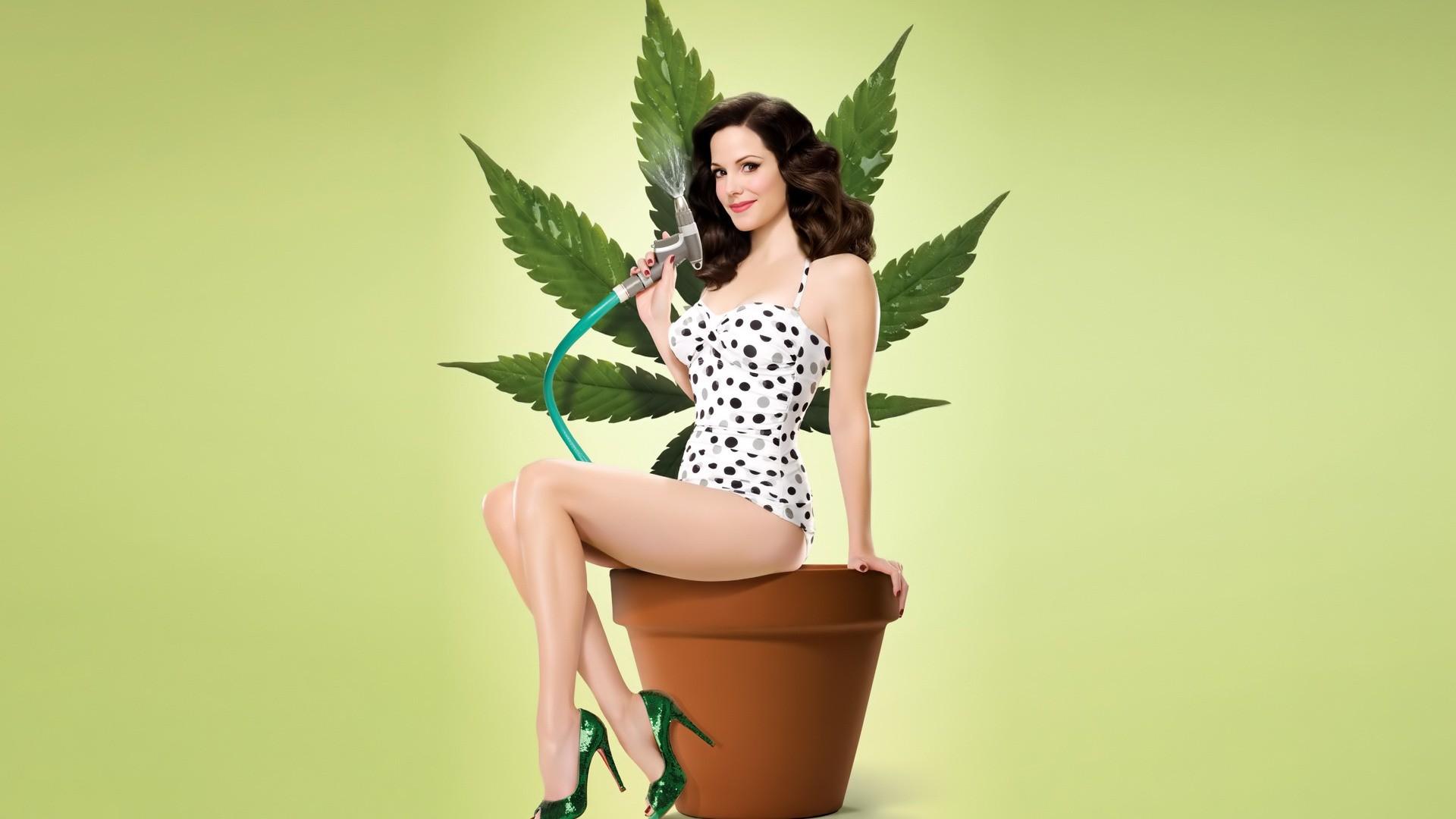 Девушка и марихуана, скачать фото, конопля, wallpaper, обои на рабочий стол