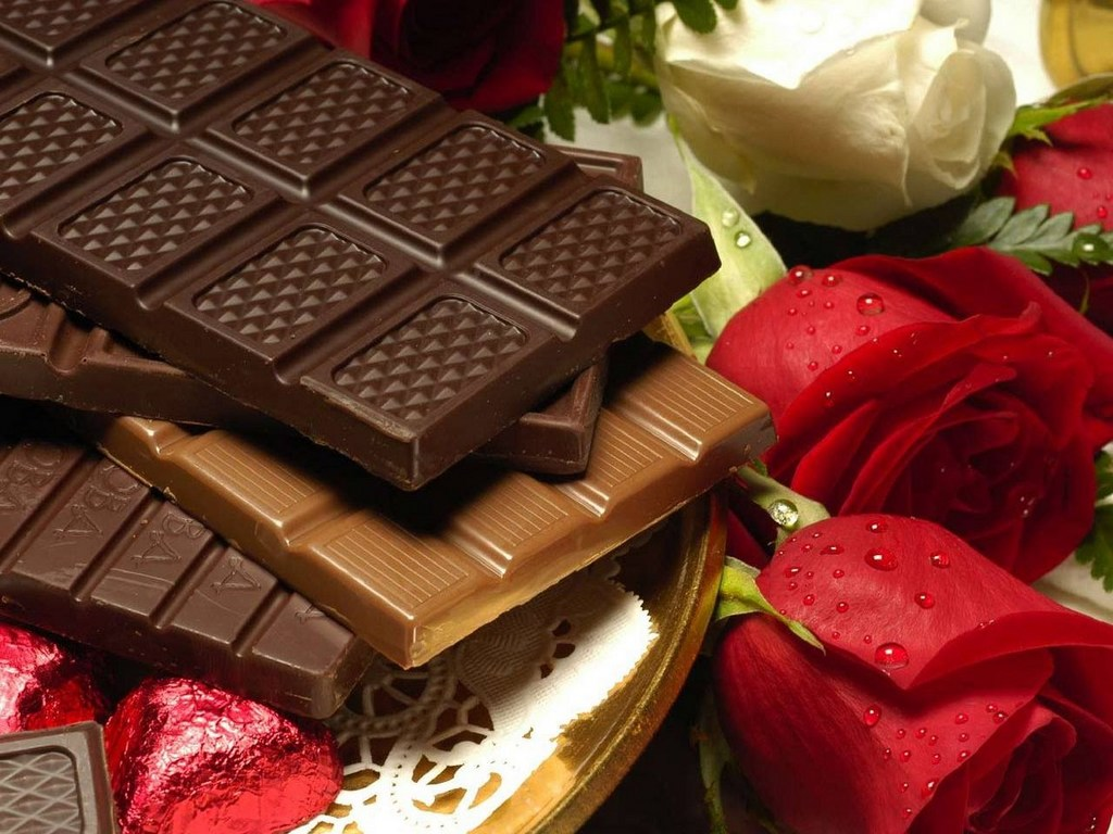 плитка шоколада, шоколад, chocolate bar, texture, wallpaper, скачать фото, обои для рабочего стола, розы красные