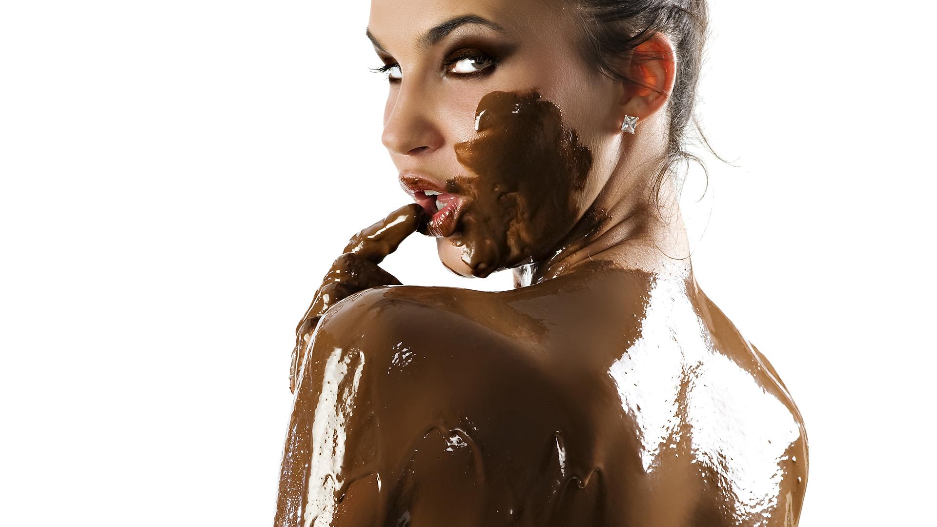 девушка вымазалась в шоколаде, шоколад, обои, chocolate girl wallpaper