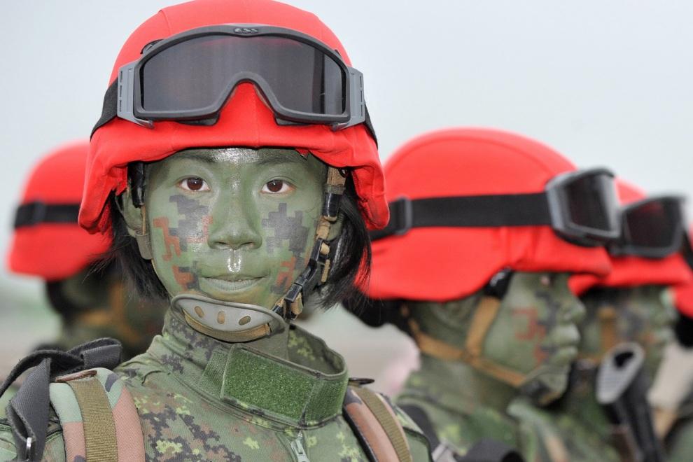 китайские девушки солдаты, скачать фото, обои для рабочего стола, girl soldier wallpaper, девушка с оружием