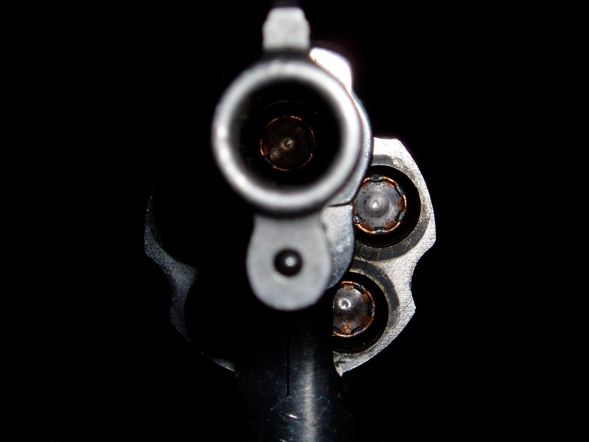 револвер заряженный, скачать фото, обои на рабочий стол, hand gun wallpaper