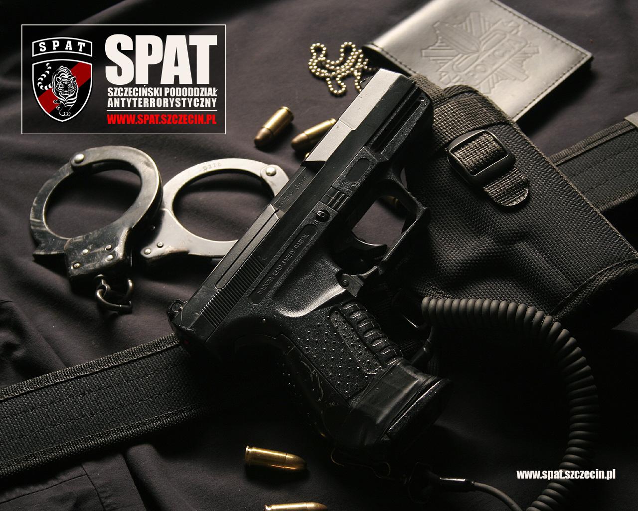 пистолет и наручники, обои для рабочего стола, скачать фото, hand gun wallpaper