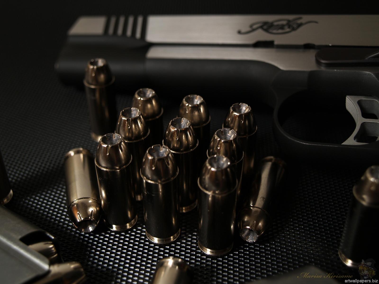 пистолет и патроны, скачать фото, обои на рабочий стол, gun wallpaper