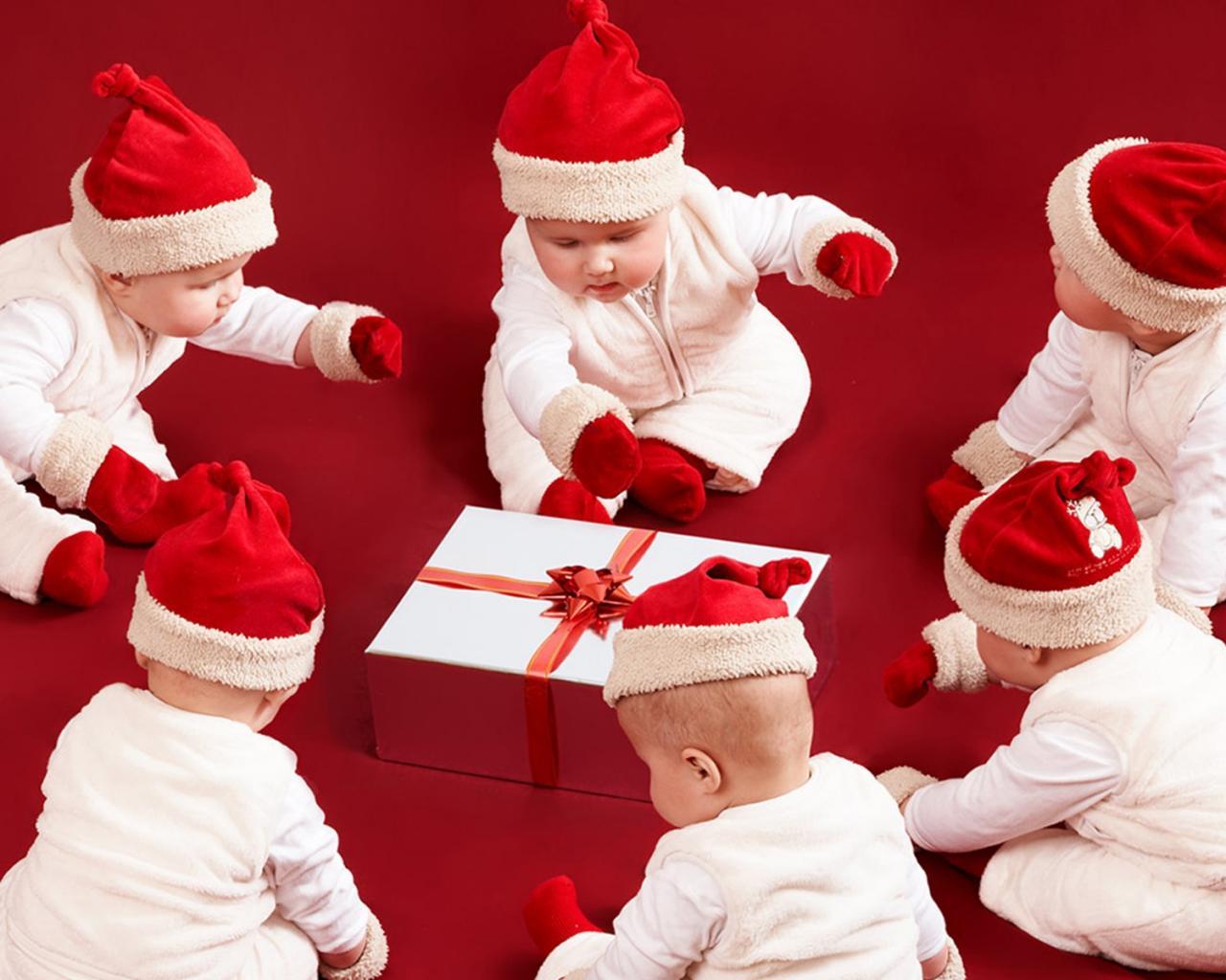 дети дед морозы, скачать обои на рабочий стол, children Santa Clauses wallpaper, фото