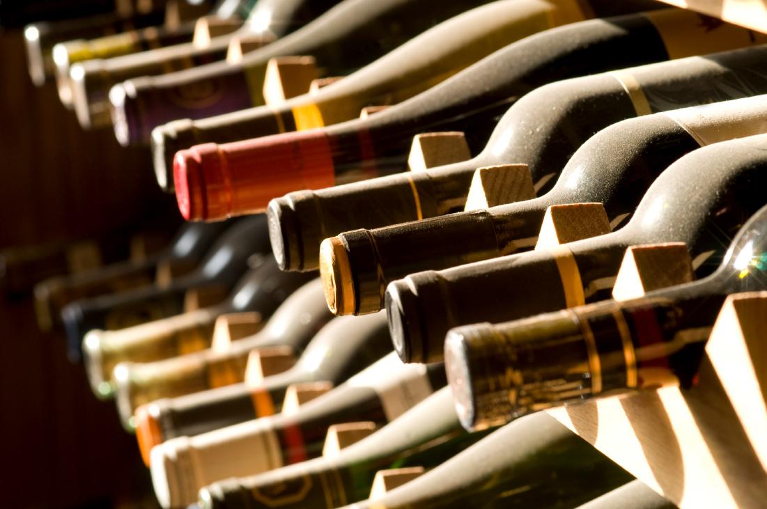 бутылки с вином, скачать фото, обои для рабочего стола, ряды бутылок